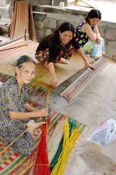 Weaving traditional mats in the Vietnamese countryside