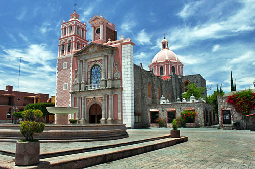 Templo de Santa Maria de la Asuncionnin Tequisquiapan, one of the most beautiful churches I saw in all of Mexico