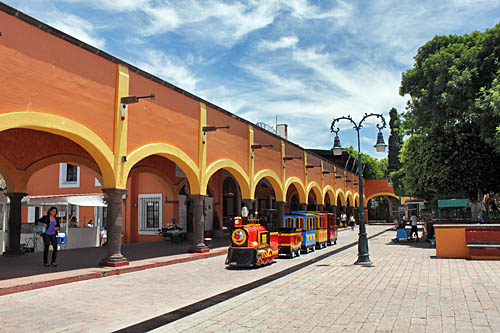 Arched covered walkways in front of shops on Plaza Miguel Hidalgo