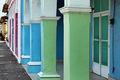 More multi-colored pillars deorate Tlacotalpan houses