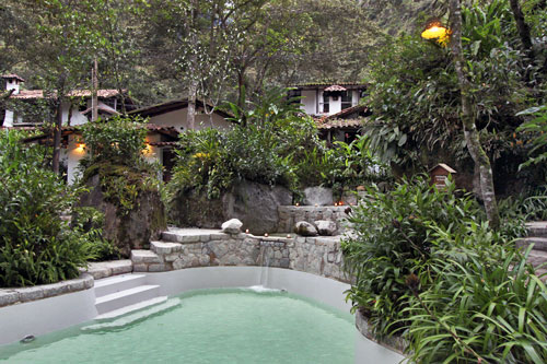 Pool and villas at Inkaterra Machu Picchu Pueblo Hotel