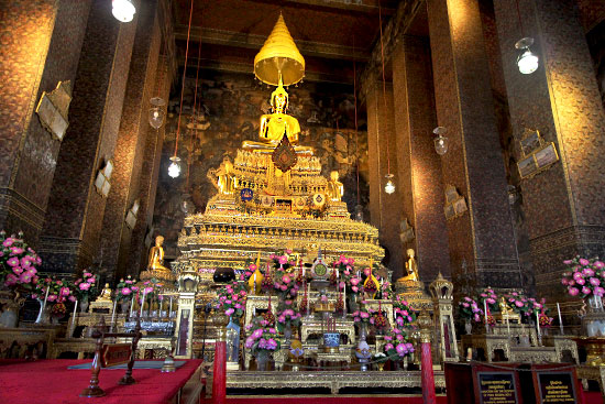 Altar and Buddha in the Western Viharn, Wat Pho