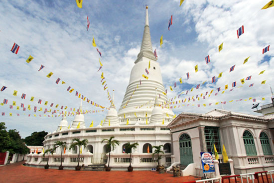 Traditional Ayutthaya-style Chedi at Wat Prayoon resembles an upside down bell