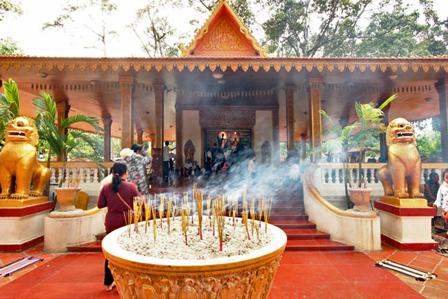 Incense burns in large pots at Preah Ang Chek and Ang Chom Shrine