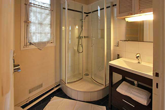 France-Paris-Bellboy-Apartments-Bath