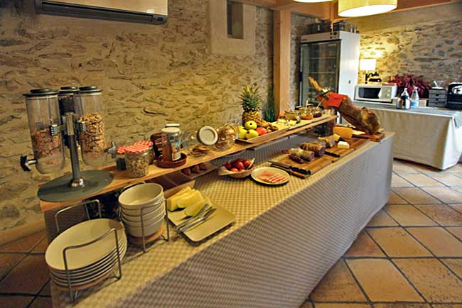 Spain-Palau-Saverdera-Niu-de-Sol-Breakfast