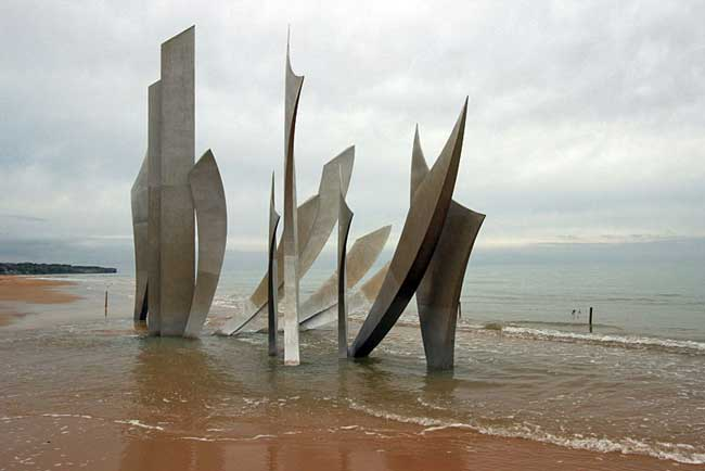 Les Braves, a remarkable memorial on Omaha Beach by sculpture by artist Anilore Ban