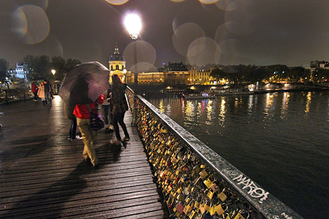 France-Paris-Pont-des-Arts-Love-Locks