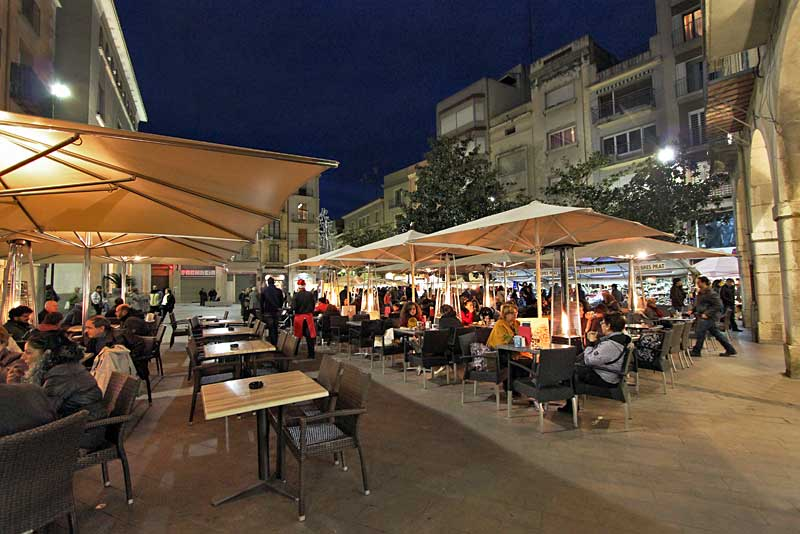 Figueres Spain  city photos gallery : PHOTO: Outdoor Restaurants in City Hall Plaza, Figueres, Spain