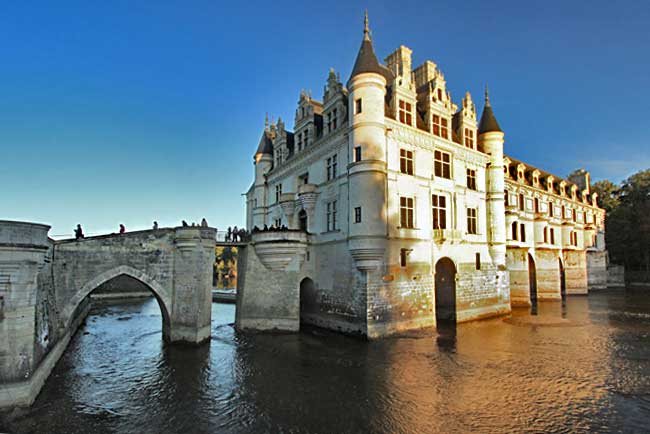 My favorite french castle in the loire valley chateau de chenonceau