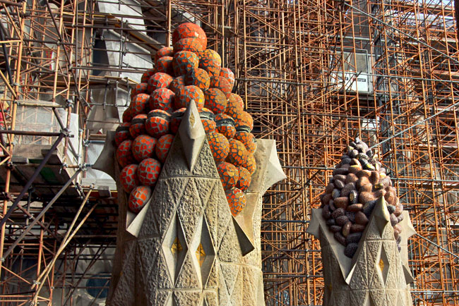 Fruit cones atop towers of the passion facade mimic crystals found minerals such as pyrite and fluorite