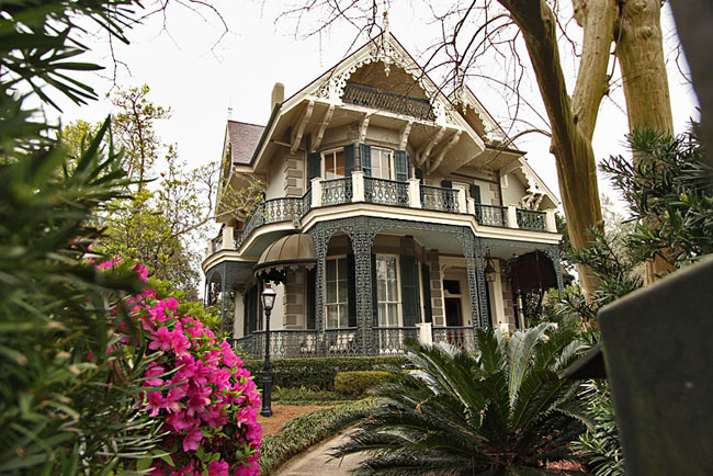 Exquisite mansion in the Garden District of New Orleans is owned by actress Sandra Bullock