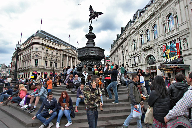 Throngs of tourists in the center of London's Piccadilly Circus