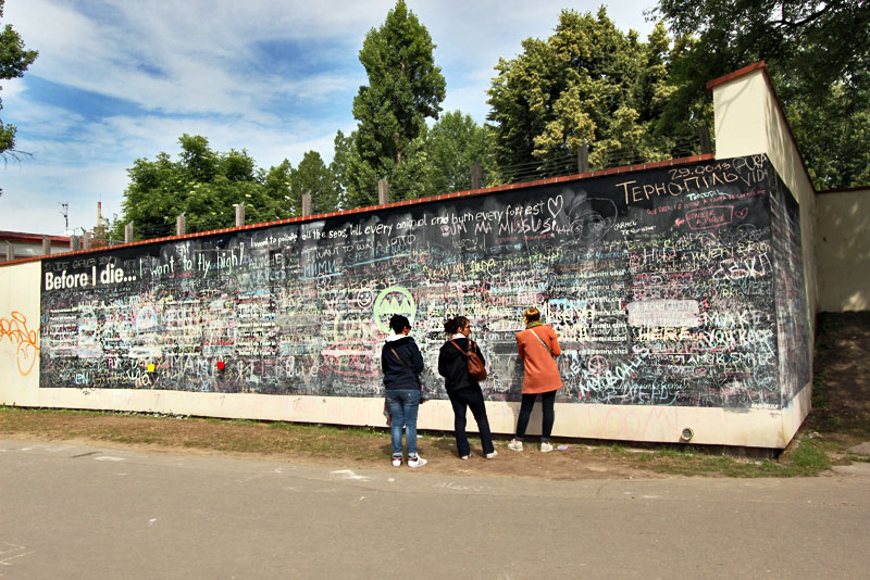 Czech-Republic-Prague-Before-I-Die-Wall-in-Kampa-Park