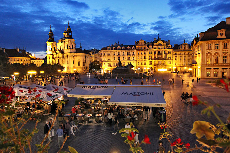Czech-Republic-Prague-Old-Town-Square-Night