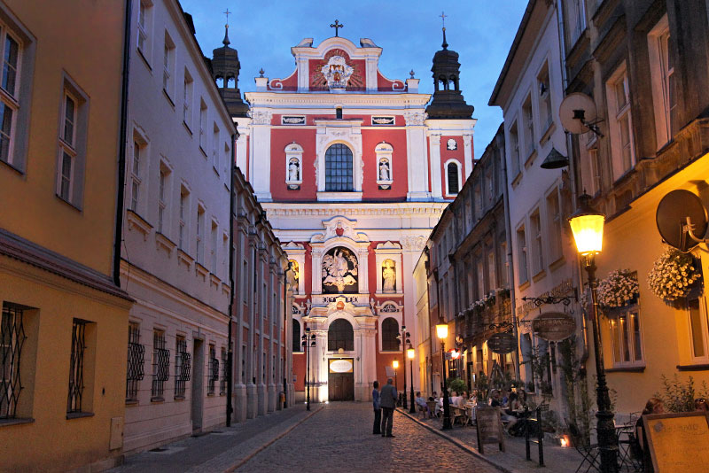 Poland-Poznan-Parish-Church-of-St-Stanislaus-Night
