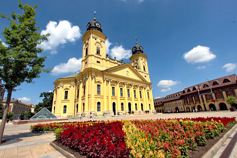 Hungary-Debrecen-Calvinist-Big-Church-on-Kossuth-Square-Day