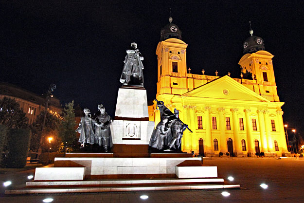 Calvinist Great Church and monument in Kossuth Square, in Debrecen Hungary