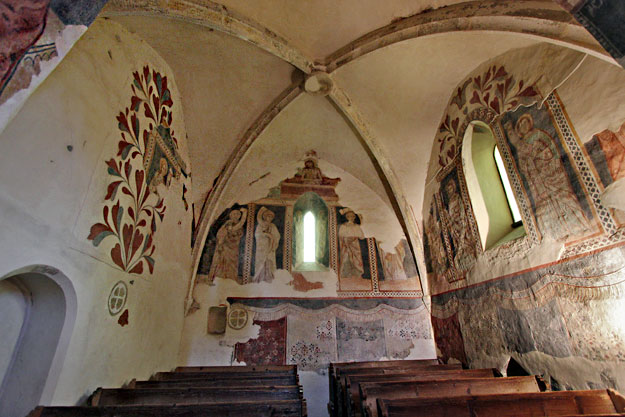 The small square sanctuary at the head of the Csaroda Church displays both Calvinist floral motifs and Medieval frescoes