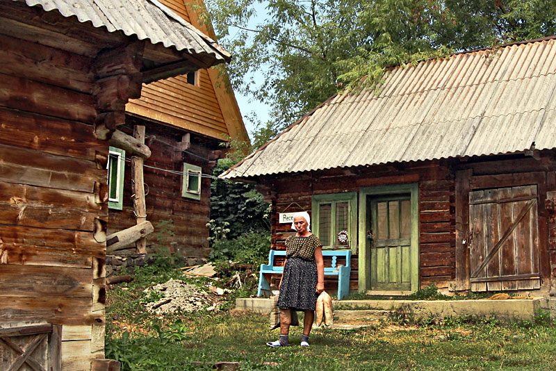 Photo Traditional Wooden Cabins In Transylvania
