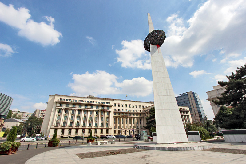 Romania-Bucharest-Memorial-of-Rebirth-sculpture-in-front-of-Ministry-of-Health