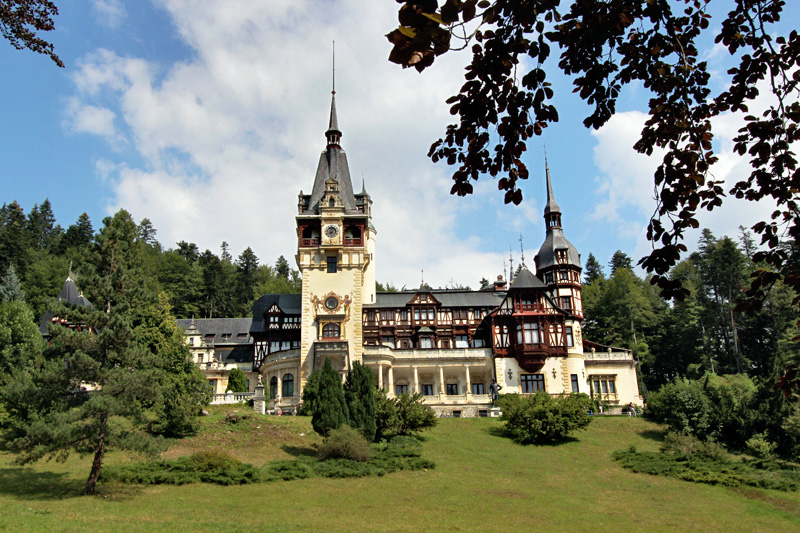 Romania-Sinaia-Peles-Castle-in-Carpathian-Mountains