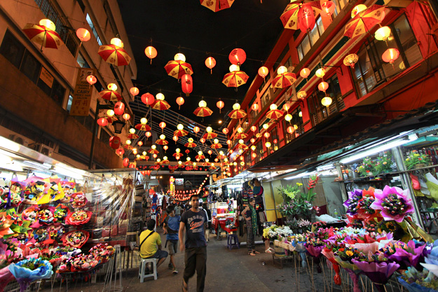 Chinatown's Petaling Street by night