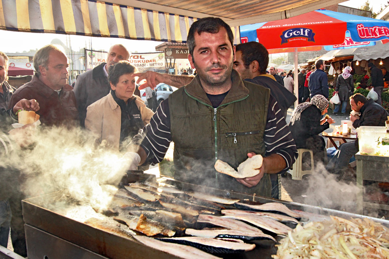Turkey-Istanbul-Mackerel-sandwiches-for-5TL-at-Fish-Market-at-Galata-Bridge