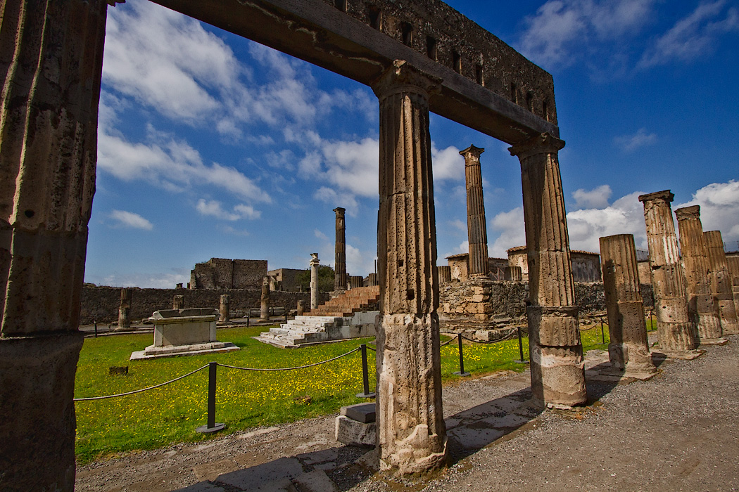 The Temple of Apollo at Pompeii, Italy, featured 48 columns surrounding an inner cella at the top of a flight of steps, opposite which sat a sacrificial altar