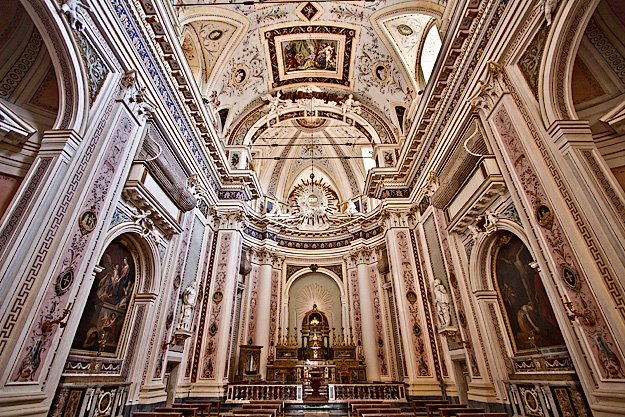 Gorgeous Baroque interior of Basilica del SS Salvatore in Noto, Sicily