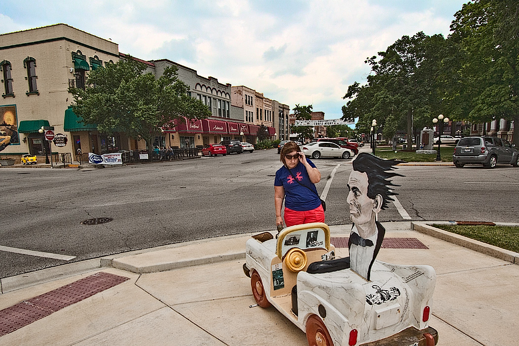 One of the main stops on Route 66 in Illinois is Pontiac, where mini cars are scattered around town and memorials honor Abraham Lincoln, who represented clients at the county courthouse
