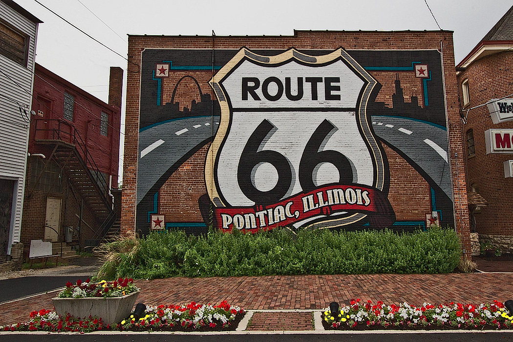 Photo route 66 mural in pontiac illinois for Route 66 mural