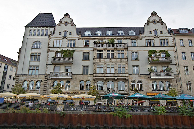 Open-air cafe on the banks of the River Spree