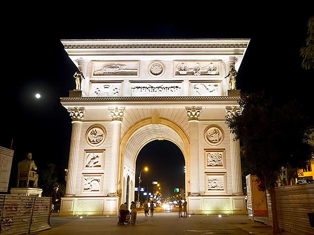 The design of Porta Macedonia Arch in Skopje is undeniably based on Paris' Arc de Triomphe