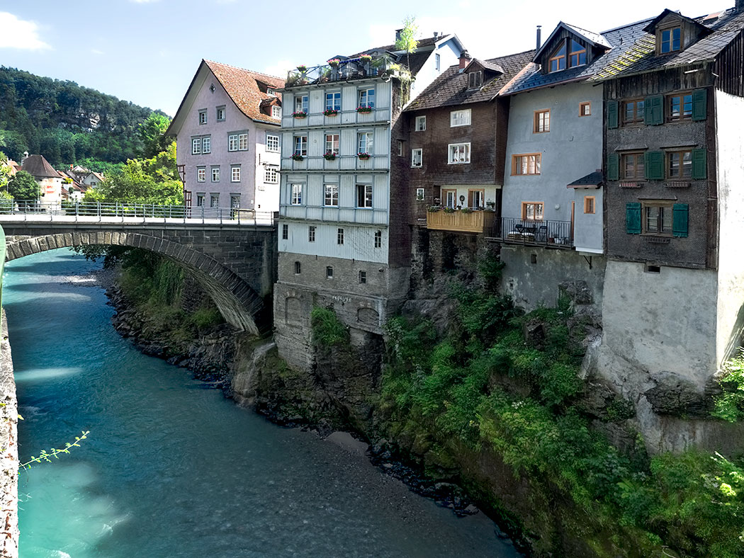 """Heiligkreuz bridge and houses built on a rocky outcropping aside the River Ill in the """"Im Kehr"""" area of Feldkirch, Austria"""