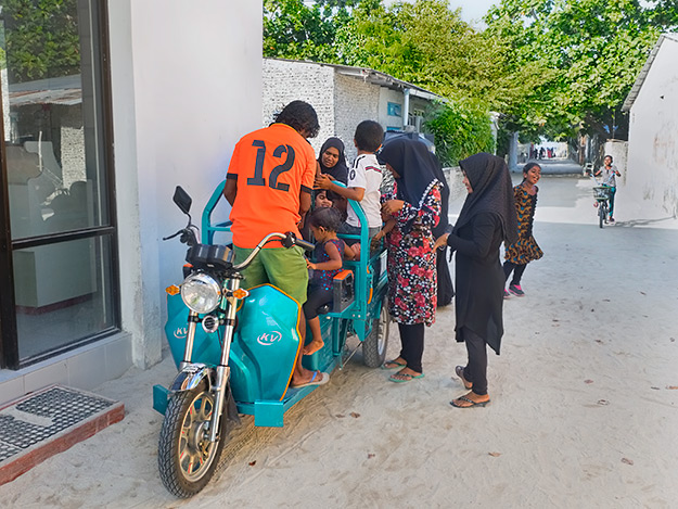 Kids are treated to a drive around the island in a motorcycle-driven cart