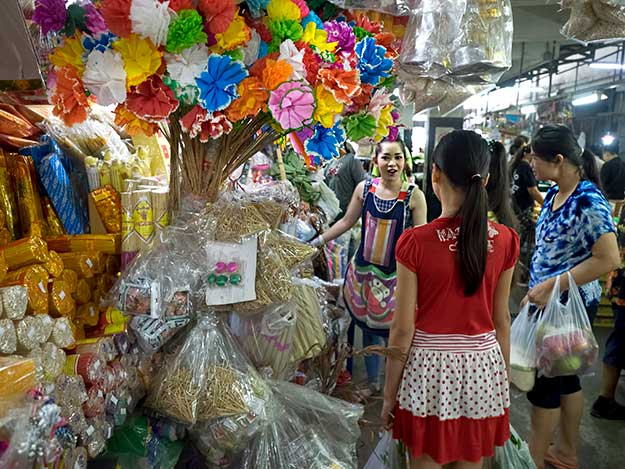 In addition to fresh produce and meat, customers can purchase all manner of novelties at the Chiang Mai morning market