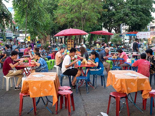 Chiang Mai Gate Market - Farmers Market by Day, Food Court ...