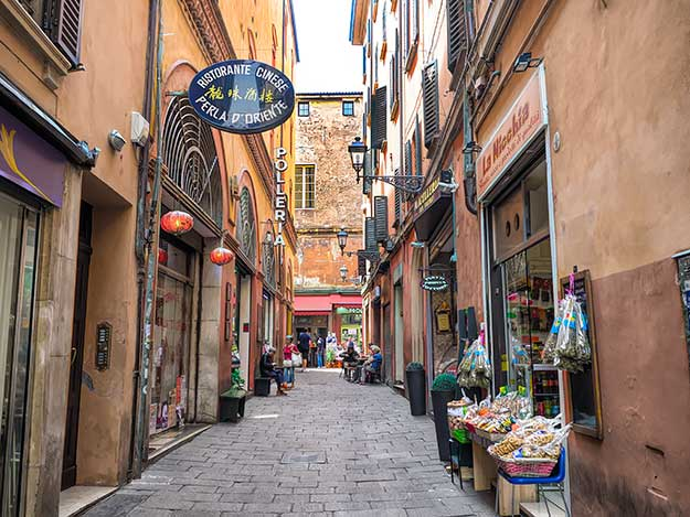 During Medieval times, the narrow streets of the Quadrilatero were home to craft guilds. Today the neighborhood is the trendiest place for cafes and bars.