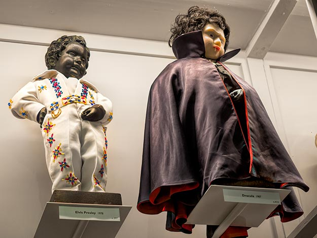 Manneken Pis in Elvis and Dracula costumes