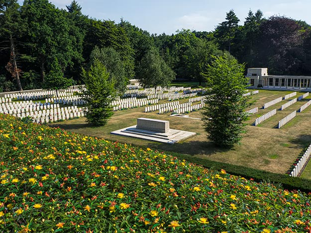 WW1 Buttes Cemetery and New Zealand Memorial n Flanders, Belgium