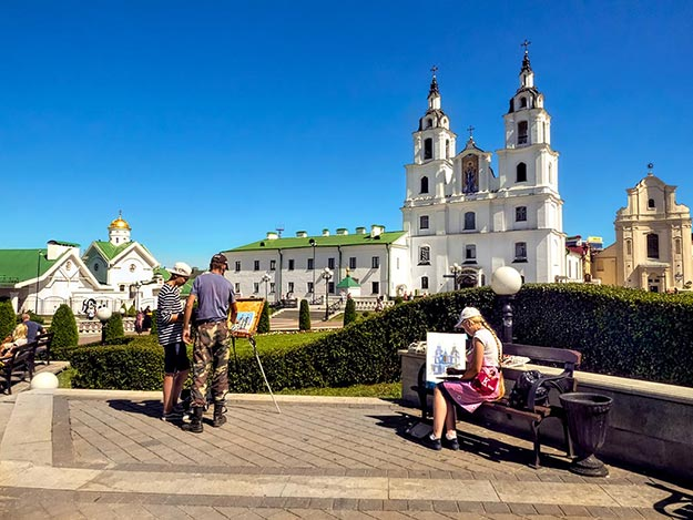 Artists make the use of a brilliant sunny day in Minsk, Belarus, to paint scenes of Liberty Square