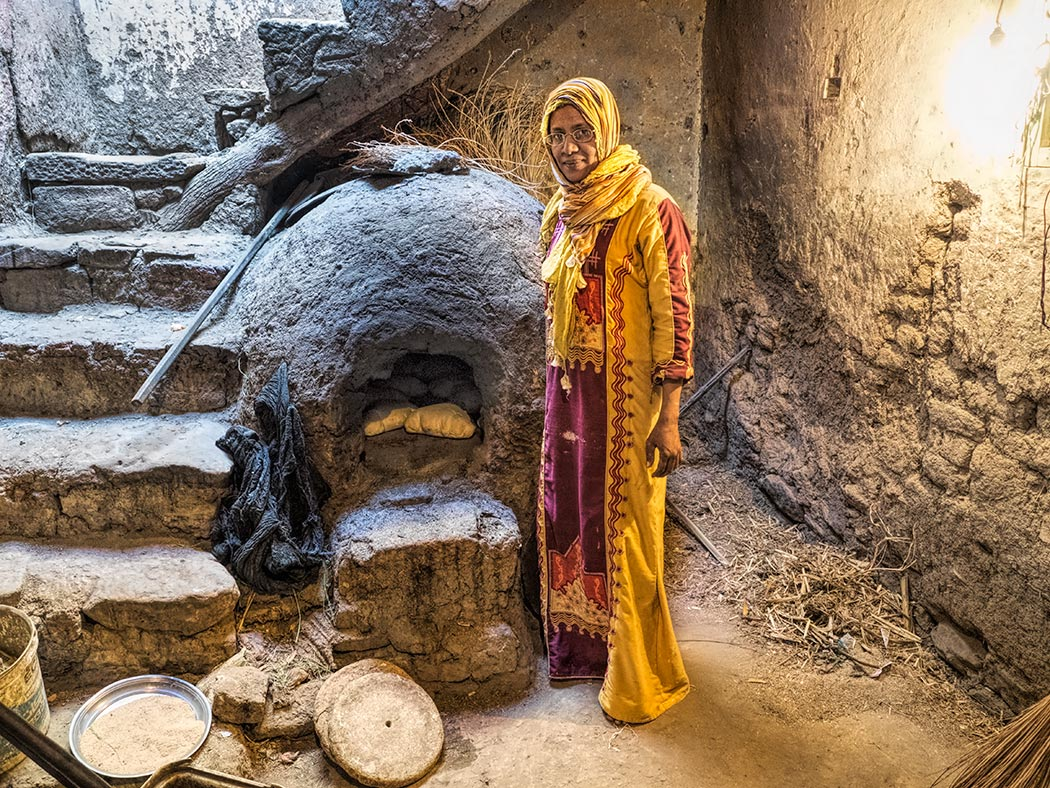 Woman in Luxor invites me into her home to see her Egyptian traditional bread oven