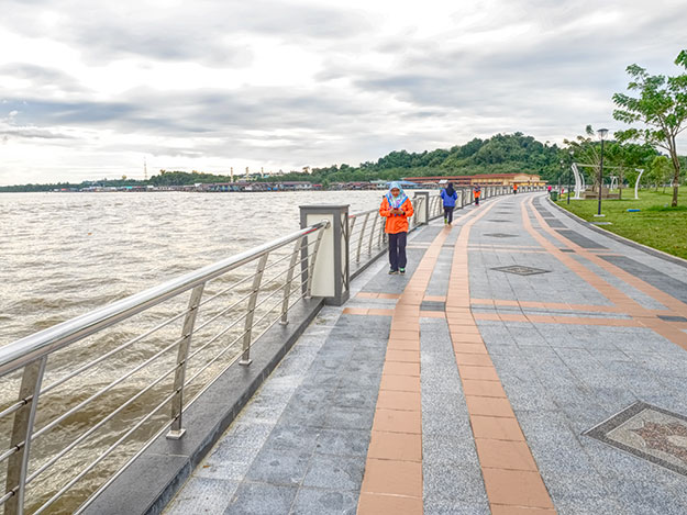 Promenade along the Brunei River in Bandar Seri Begawan