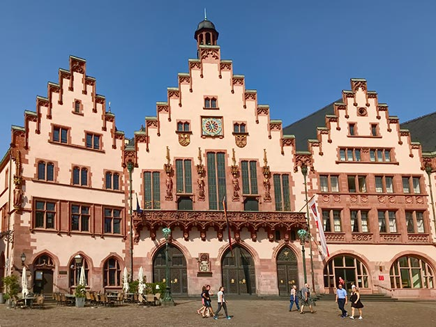 Römer, a complex of nine houses that today form the Frankfurt City Hall