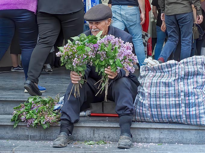 Azeri man sells flowers near the Baku Central Railroad Station